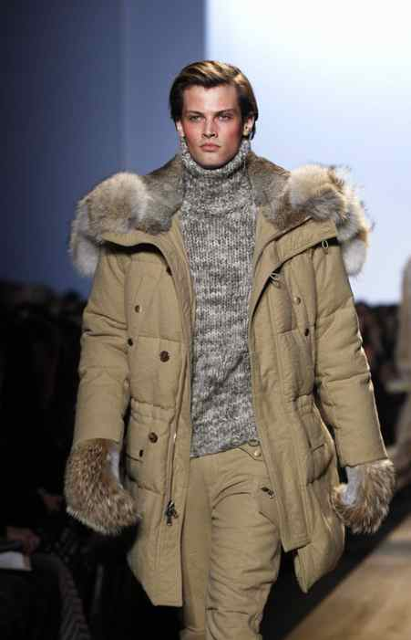 The men's wear alternated between outdoorsy aspirational looks (because a guy would never actually wear such a posh anorak and fur mitts on a rugged expedition) and urbane plaid trousers and coats.