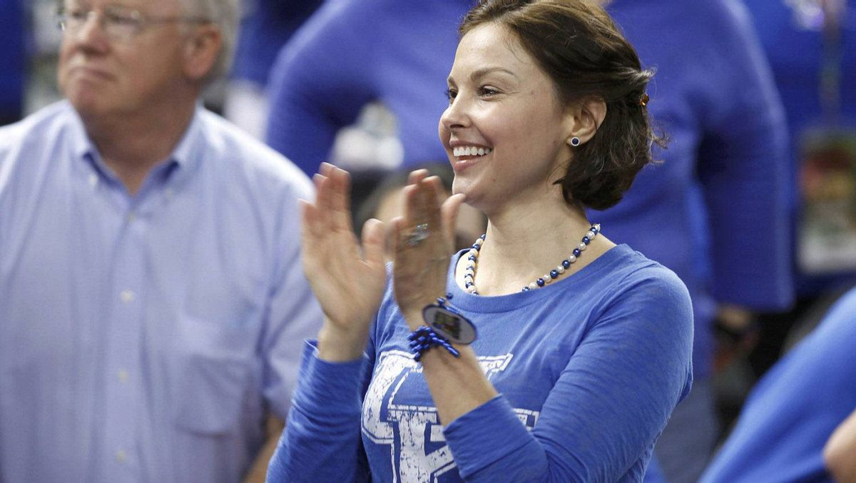 Actress Ashley Judd claps during the men's NCAA Final Four semi-final college basketball game featuring the Louisville Cardinals against the Kentucky Wildcats. REUTERS/Lucy Nicholson