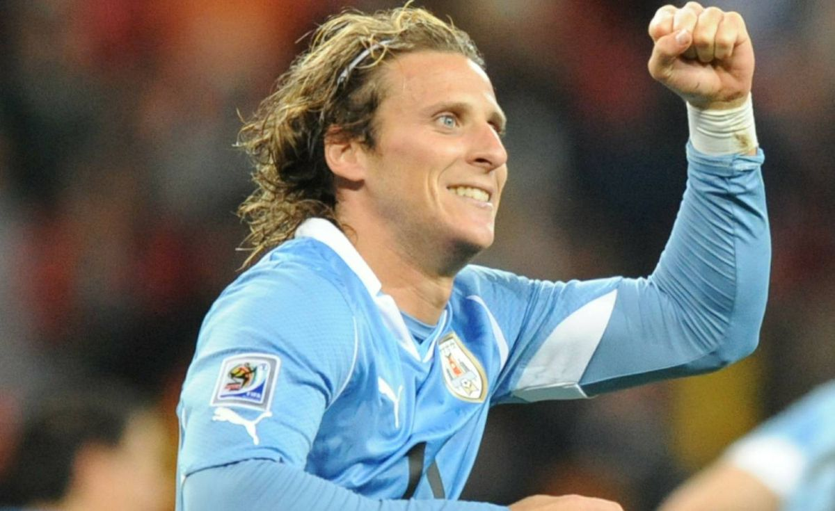 Uruguay's striker Diego Forlan celebrates after he scored Argentina's second goal during the third place World Cup 2010 football match Uruguay versus Germany on July 10, 2010 at Nelson Mandela Bay stadium in Port Elizabeth. Getty Images / RODRIGO ARANGUA