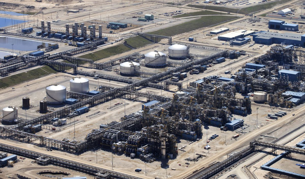 B.C and Saskatchewan issue COVID-19 warnings following cases at oilsands site