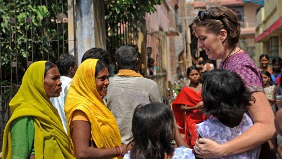 Stephanie Nolen with girls and women in Danapur, Bihar.
