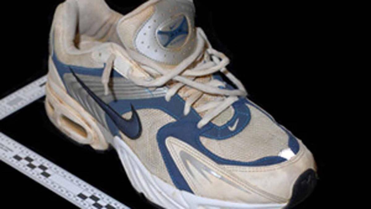 "An RCMP handout photo shows Foot #3 ""Nike"" Running Shoe - Right Foot, found Feb.8, 2008 on Valdez Island, near Gabriola, B.C."