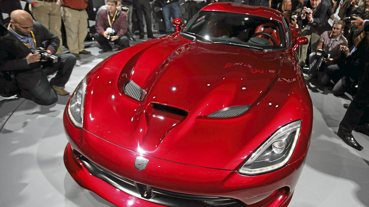 The 2013 Chrysler SRT Viper is seen at the 2012 International Auto Show in New York April 4, 2012. REUTERS/Shannon Stapleton (UNITED STATES - Tags: TRANSPORT BUSINESS)