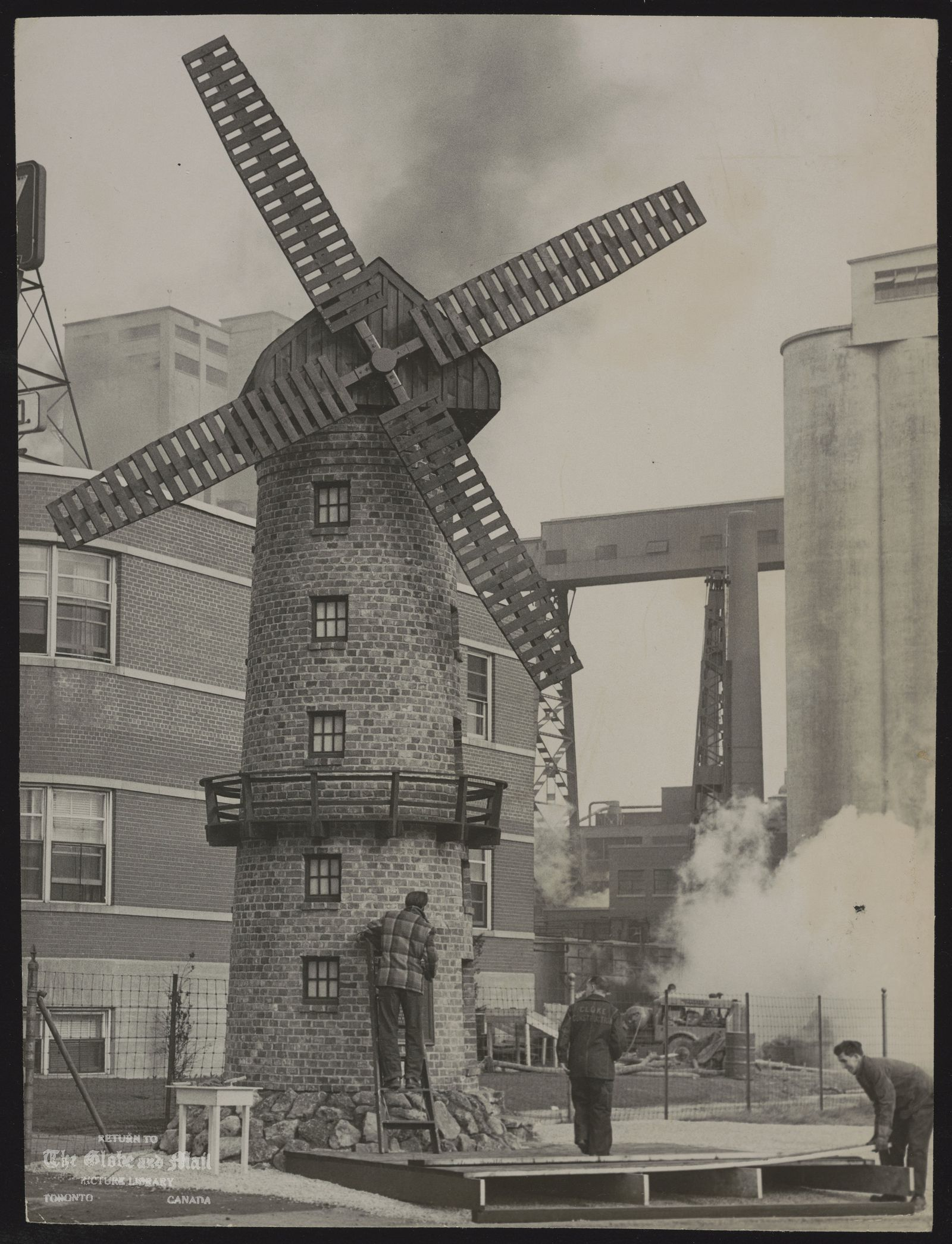 WINDMILLS Gooderham and Worts Windmill, Toronto [Windmill reproduced close to its original site. Famous waterfront landmark constructed 122 years ago.]