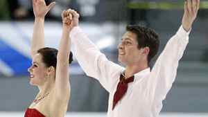 Canada's Tessa Virtue and Scott Moir wave to the crowd after the ice dance free skate program at the International Skating Union (ISU) Grand Prix of Figure Skating Finals at the Pavillon de la Jeunesse in Quebec City, December 11, 2011. Virtue and Moir finished second. REUTERS/Mathieu Belanger