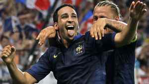 France's Adil Rami (L) and Philippe Mexes celebrate after scoring the winning goal in their friendly soccer game against Iceland leading up to Euro 2012 at Hainaut stadium in Valenciennes, northern France May 27, 2012. REUTERS/Charles Platiau