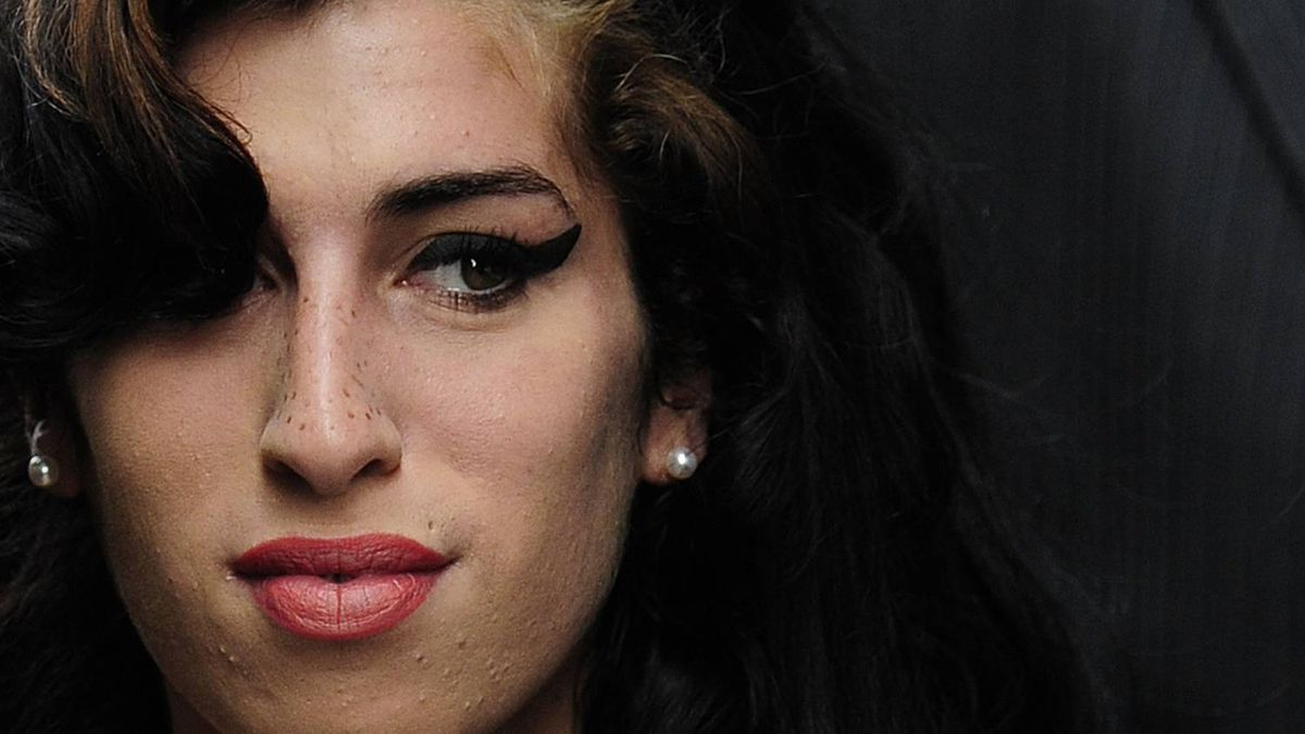 British singer Amy Winehouse arrives at Westminster Magistrates Court in central London in this July 23, 2009 file photo. Winehouse has been found dead at her home in north London, Sky News reported on July 23, 2011.