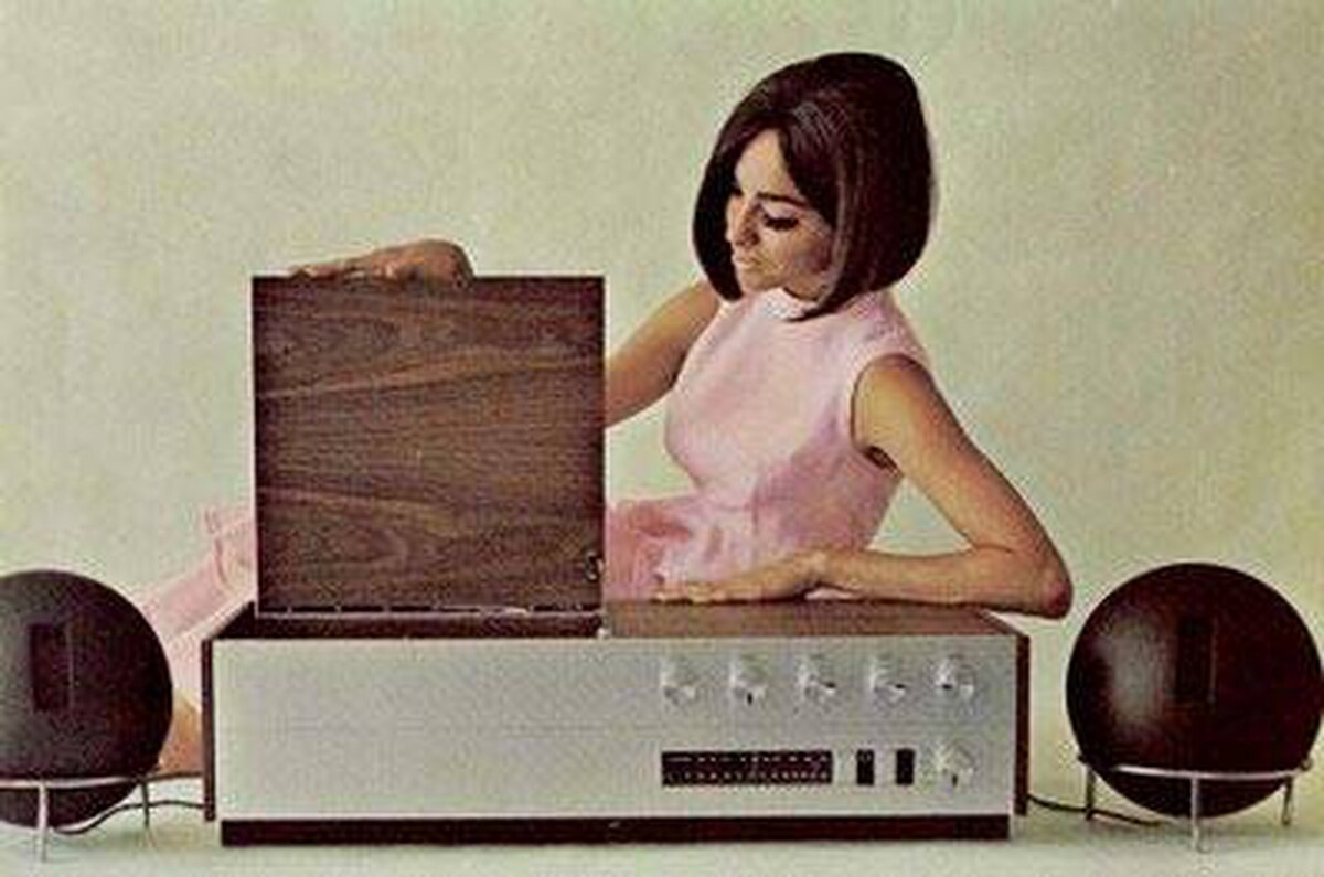 Ad for Clairtone's G3 stereo in 1965