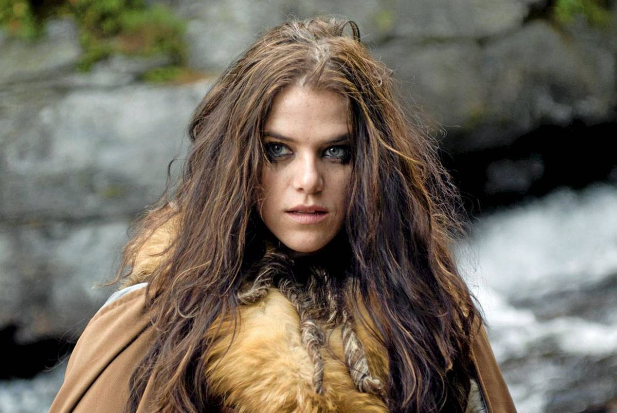 Kaniehtiio Horn is Princess Evlynia (Evelyn) in Wild Hunt.