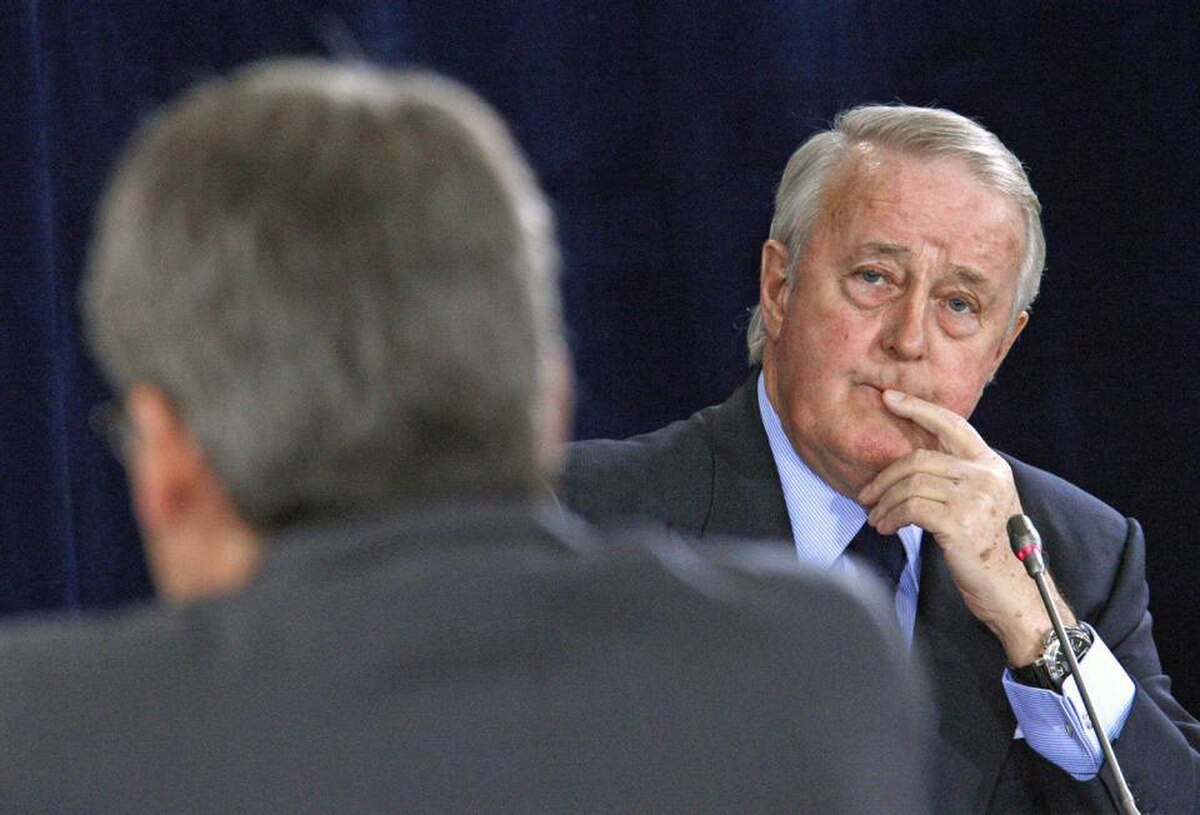 Former prime minister Brian Mulroney listens to a question from Richard Auger, the lawyer for German-Canadian arms dealer Karlheinz Schreiber, while testifying at the Oliphant inquiry in Ottawa on May 20, 2009.