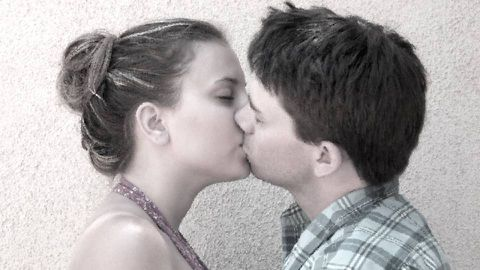 what kind of kiss should your first kiss be
