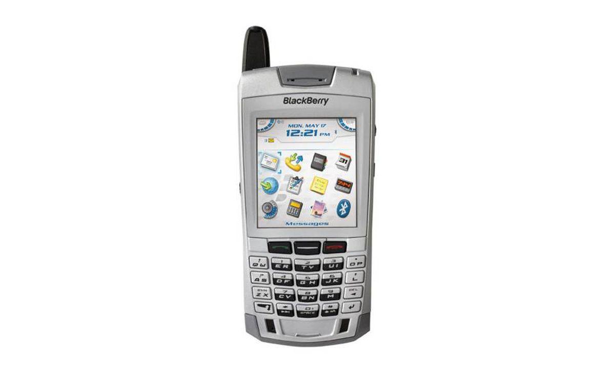 2004 - BlackBerry 7100i: RIM makes a BlackBerry that looks like a phone. It also works as a long-range digital walkie-talkie.