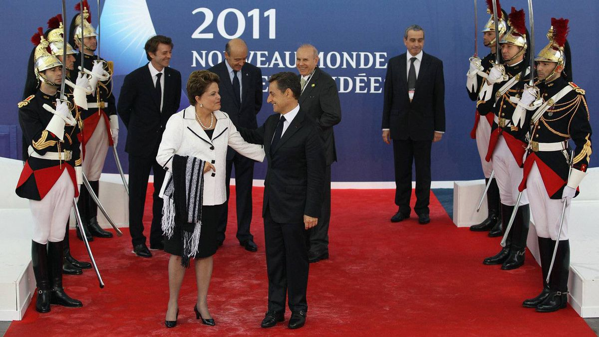 Sarkozy welcomes Dilma Rousseff, President of Brazil, to Cannes for the G20 Summit.