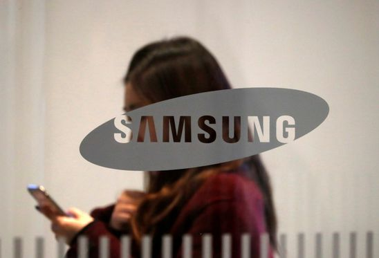 Samsung could gain from Huawei's trouble in ongoing trade war with U.S., says Fitch Ratings