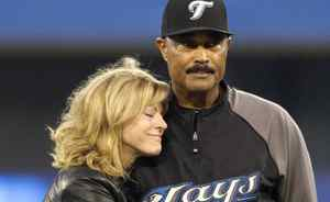 Toronto Blue Jays manager Cito Gaston is hugged by his wife Lynda as he is honoured at pre-game ceremonies before the MLB American League baseball game against the New York Yankees in Toronto September 29, 2010. Gaston is retiring at the end of the season and at the team's last home game on Wednesday, he was recognized for his achievements. REUTERS/Fred Thornhill