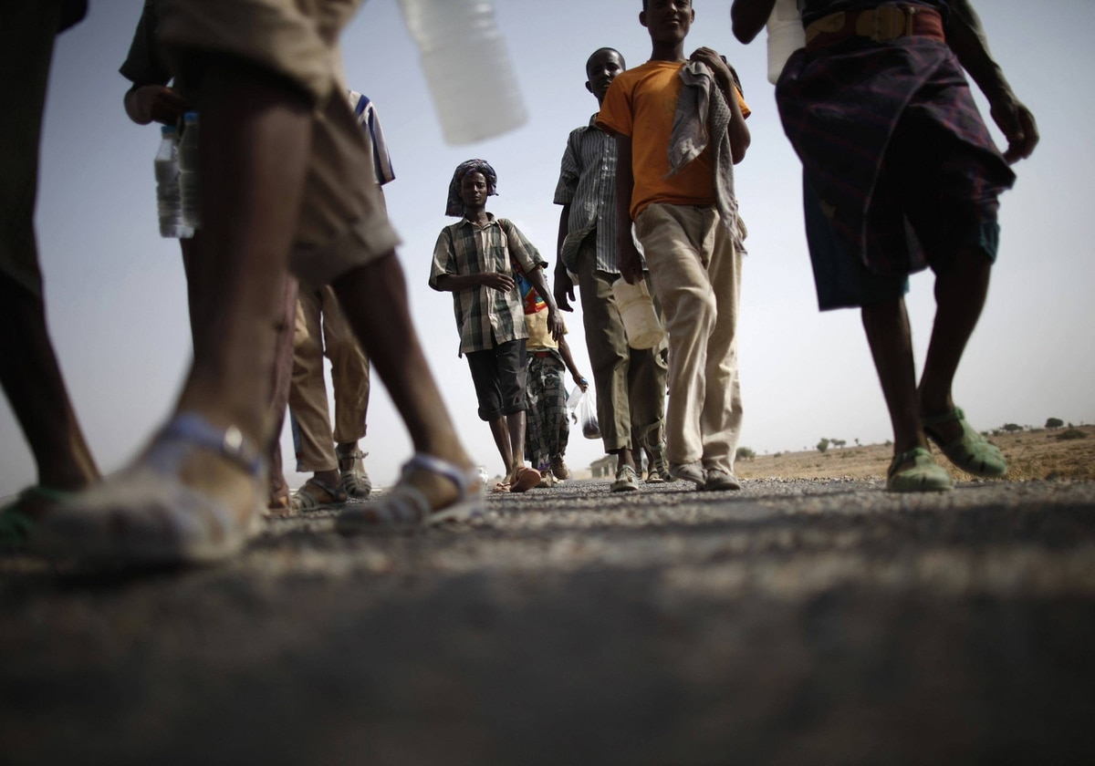 Ethiopian migrants walk on the side of a highway leading to the western Yemeni town of Haradh on the border with Saudi Arabia. Plagued by sandstorms, drought, gun runners and drug smugglers, the 1,800-km strip of land along the Yemeni-Saudi border has long been a desolate, dangerous place.