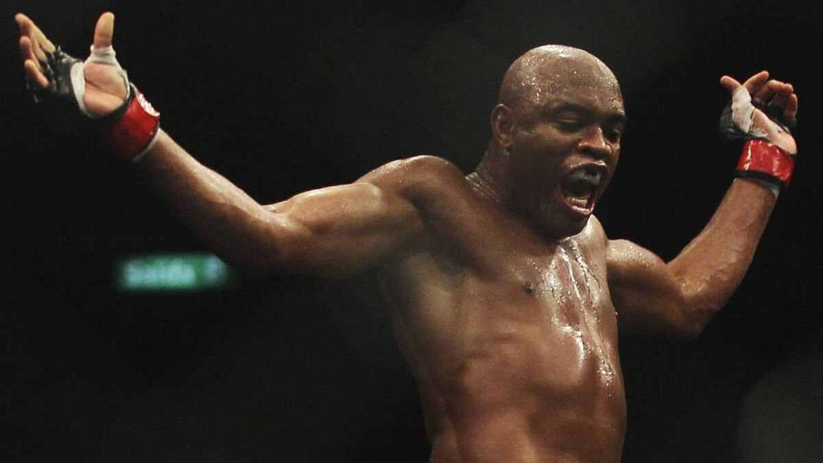Brazil's Ultimate Fighting Championship (UFC) fighter Anderson Silva celebrates after defeating Japan's Yushin Okami during the UFC Rio, a professional mixed martial arts (MMA) competition in Rio de Janeiro August 27, 2011. REUTERS/Ricardo Moraes