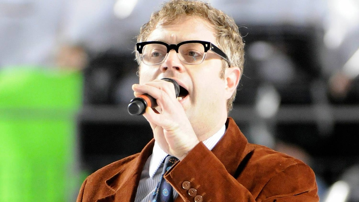 Steven Page performs the Canadian Anthem prior to the start of the 2011 NHL Bridgestone Winter Classic between the Washington Capitals and the Pittsburgh Penguins at Heinz Field on January 1, 2011 in Pittsburgh, Pennsylvania. (Photo by Jamie Sabau/Getty Images)