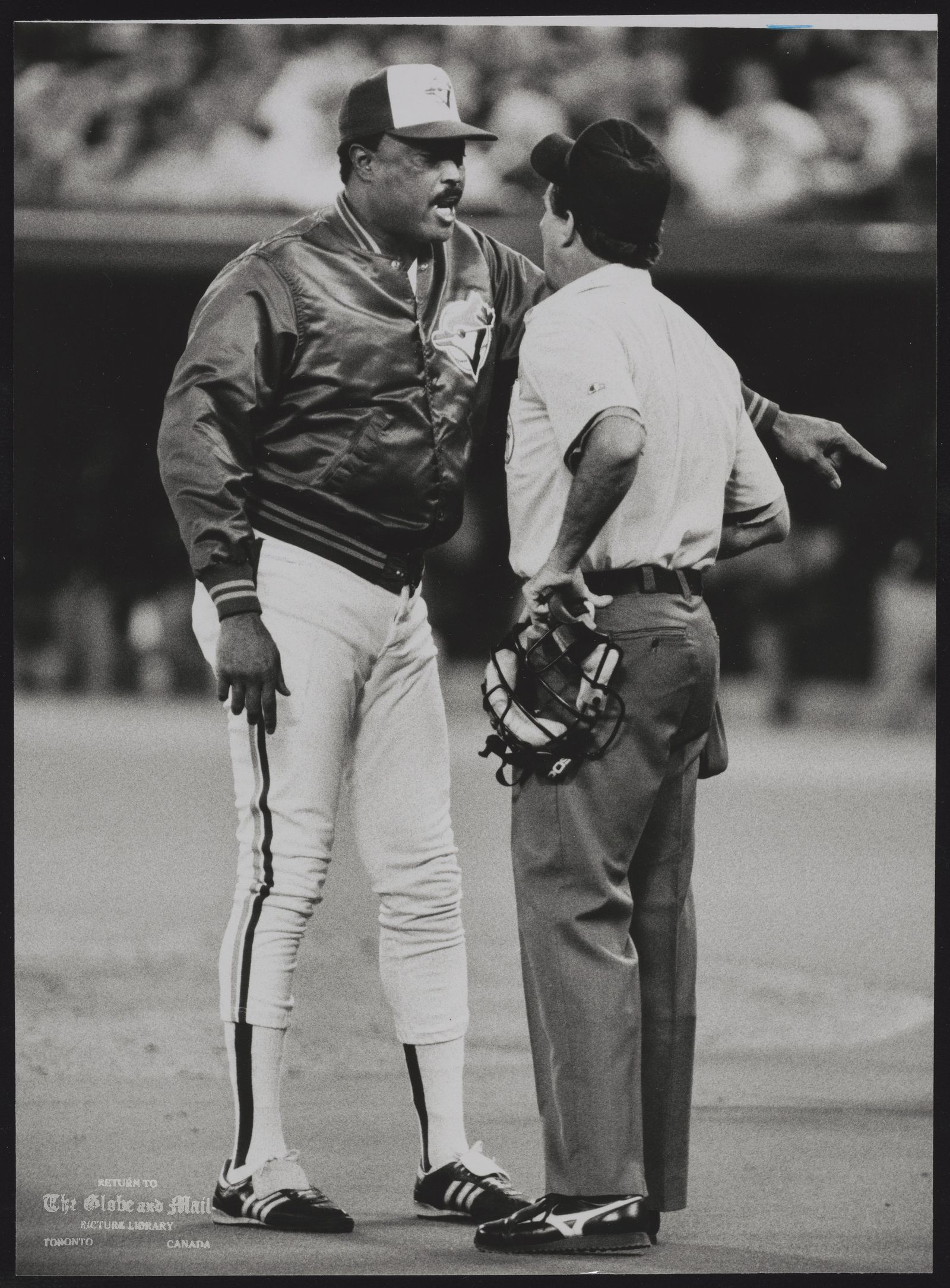 Cito GASTON Baseball Toronto Blue Biue Jays Manager Cito Gaston, left, argues with home plate umpire Mike Reilly during third inning of Game 5 of the American League Championship Series against Minnesota Twins at Toronto's SkyDome. Gaston was ejected from the game.