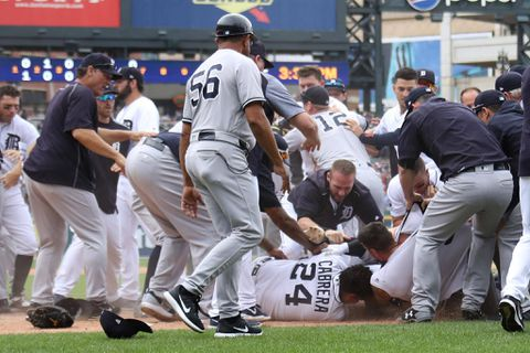 8 ejected as Tigers, Yankees brawl