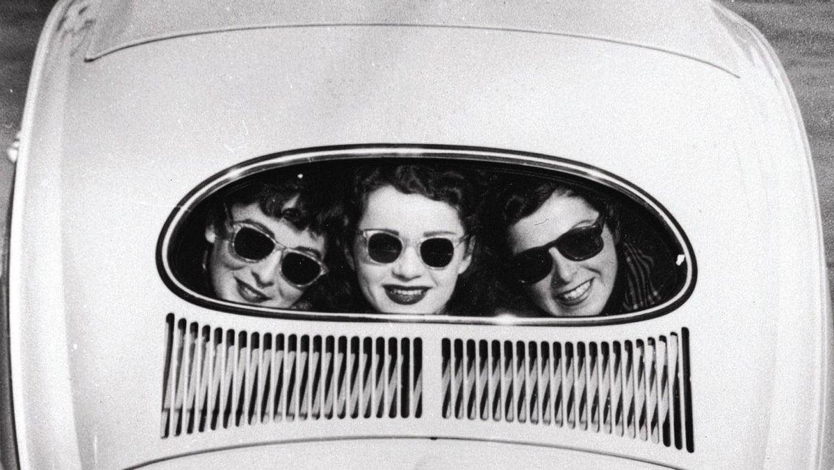 In 1953, VW eliminated the split window to improve rearward visibility.