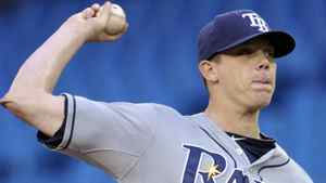 Tampa Bay Rays pitcher Jeremy Hellickson throws against the Toronto Blue Jays during the first inning of their MLB American League baseball game in Toronto April 19, 2012. REUTERS/Mike Cassese