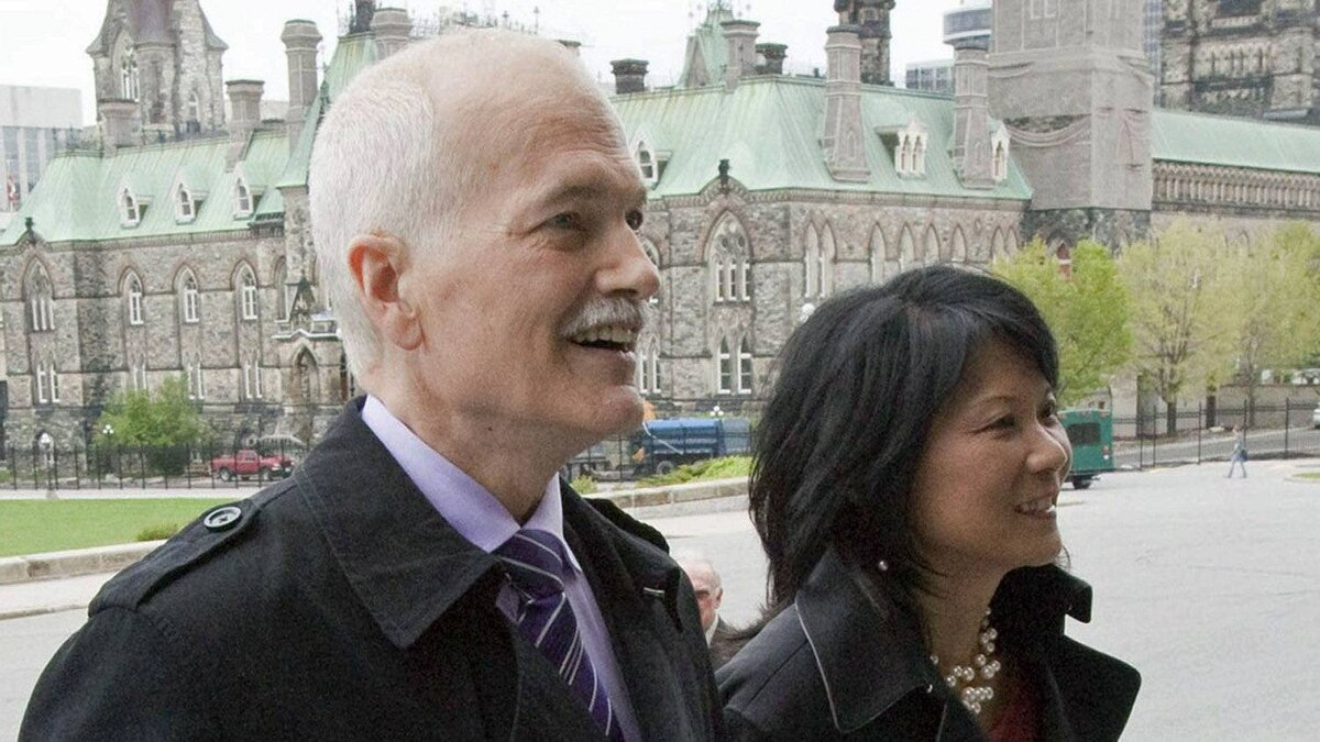 NDP chief Jack Layton arrives on Parliament Hill with his wife, Toronto MP Olivia Chow, to be sworn in as Leader of the Official Opposition on May 18, 2011.