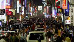 A view of crowded street in the southern Indian city of Bangalore May 12, 2007.