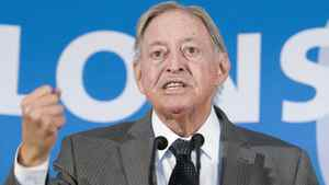Former Quebec premier Jacques Parizeau told hearings in Montreal that Quebec's securities regulator should exercise its veto power to ensure Montreal doesn't become a shell for derivatives.