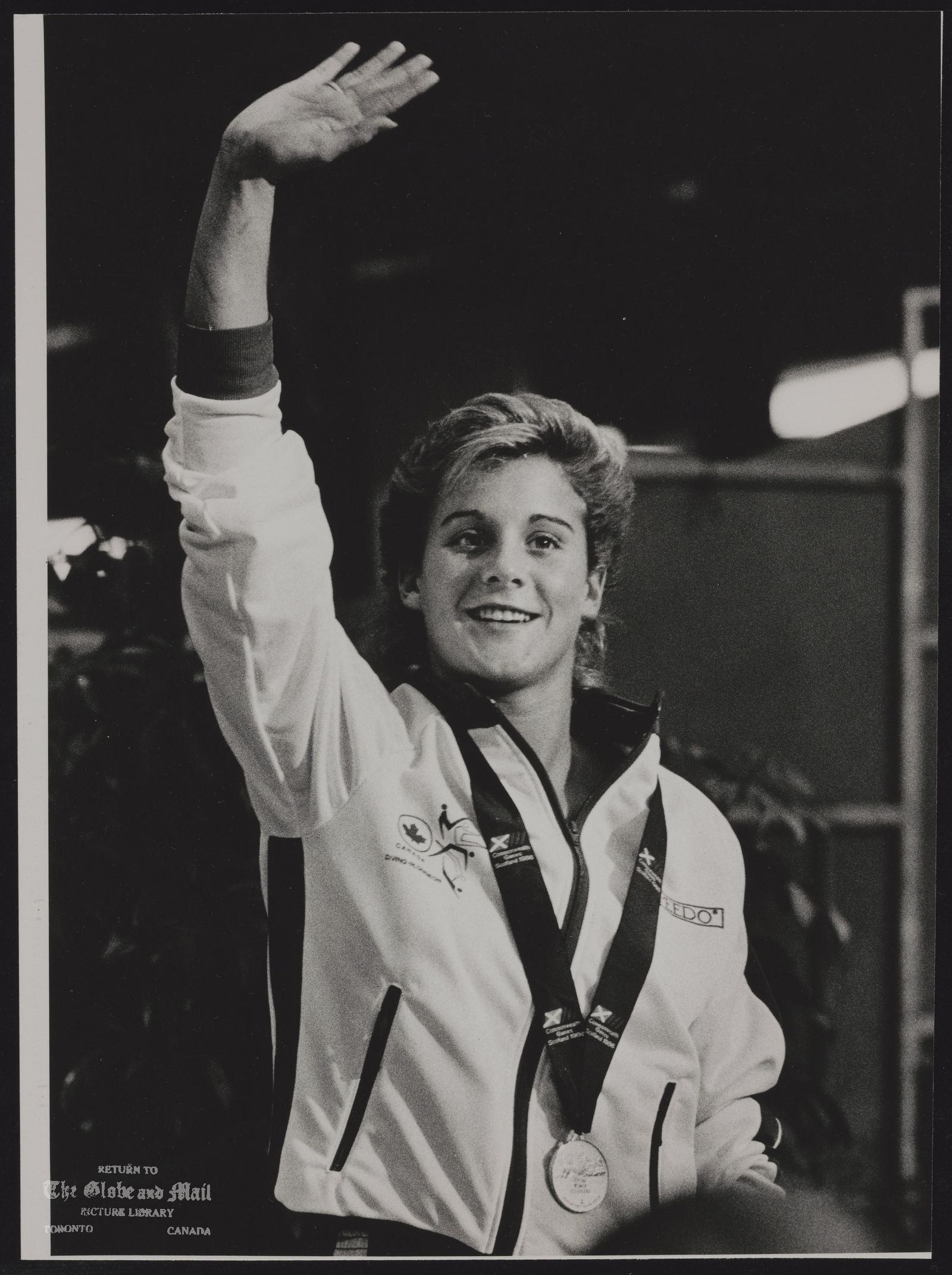 COMMONWEALTH GAMES EDINBURGH 1986 EDI10:SPECIAL FOR THE TORONTO GLOBE AND MAIL. EDINBURGH, SCOTLAND, JULY 28,-Canadian Debbie Fuller Waves to the crowd after the medal presentation in the Commonwealth Games Highboard diving final. REUTER rt/Zoran Milich 1986