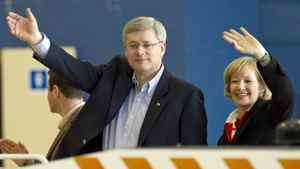 Stephen and Laureen Harper board the Conservative campaign plane in Ottawa on April 14, 2011.