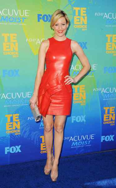 If you're sick of silk and need a change from cotton, make like actress Elizabeth Banks, who recently appeared at the Teen Choice Awards in a tight leather dress Elizabeth Banks: Scarlet fever