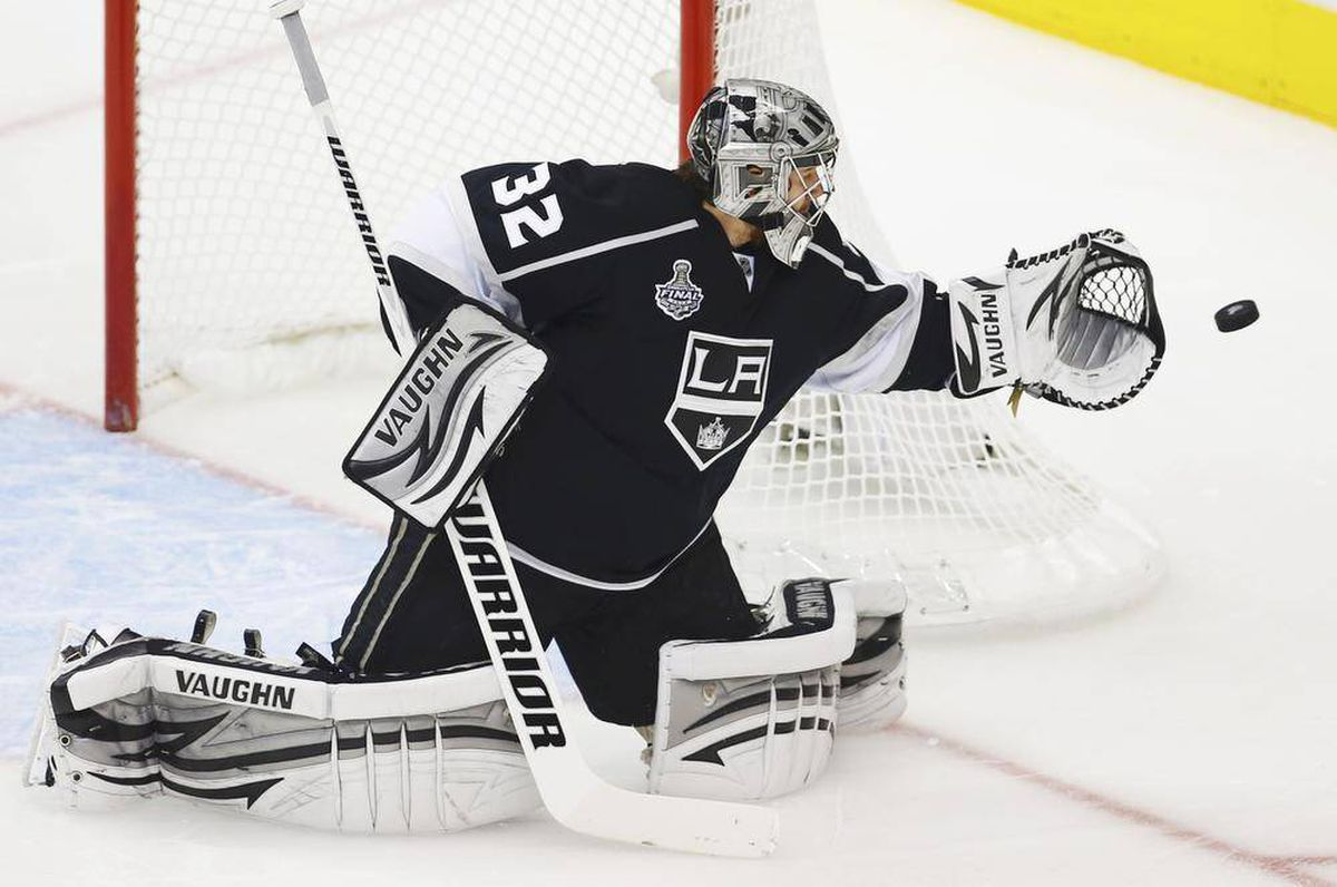 Kings Jonathan Quick collects Conn Smythe Trophy - The Globe