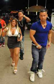 REALITY Jersey Shore MTV, 10 p.m. ET/PT Are you still crazy about the guys and gals of Seaside Heights? Ratings for this once freakishly-popular MTV series have been steadily dropping south of the border, which means that this fifth season will likely be the last. Of course, if you are a fan, you probably already know that nearly half the cast are already signed to do their own new reality shows on MTV, so no big loss. Whatever the case, in tonight's new episode, Jenni finally confronts Pauli's stalker, Snooki sets her sights on Vinny – yet again – and the entire cast tries to avoid being bitten by a shark on the New Jersey beach. Just when you thought it was safe to go back in the water.