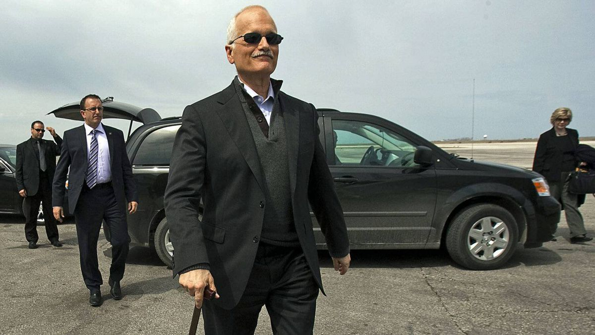 NDP Leader Jack Layton heads to his campaign plane in Winnipeg on April 27, 2011.
