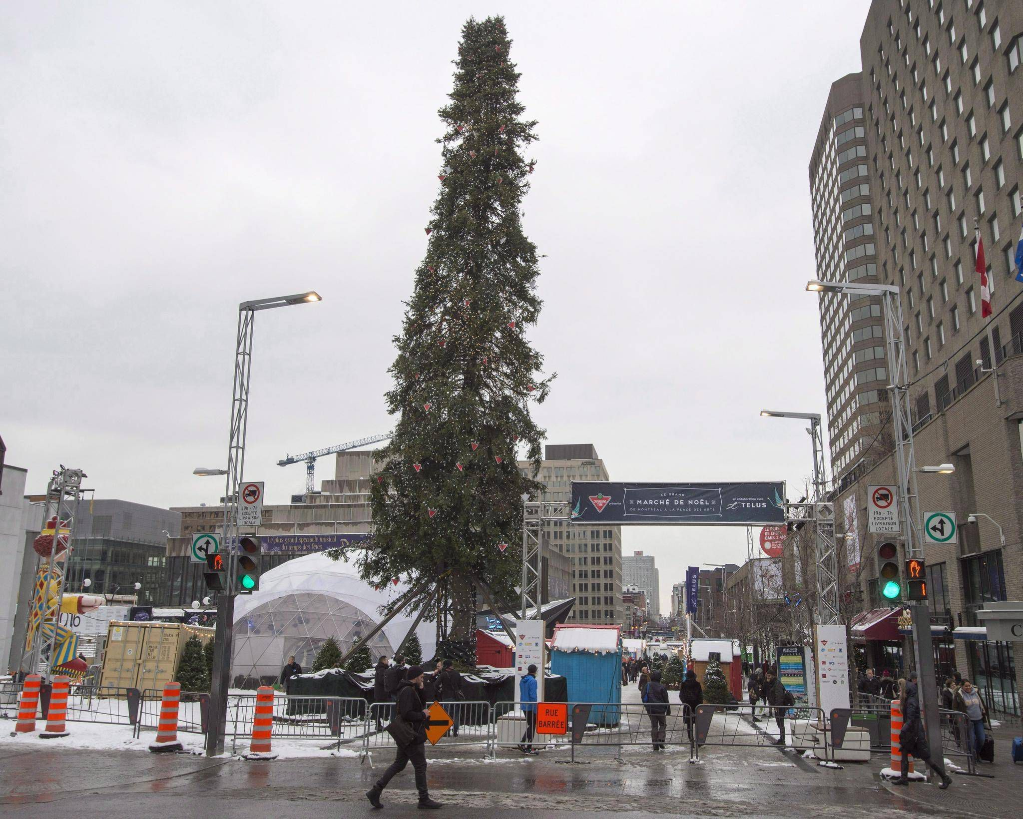 Is Montreals Christmas Tree Ugly, Or Are We Just Looking