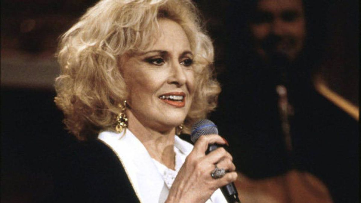 Tammy Wynette performs in 1994.