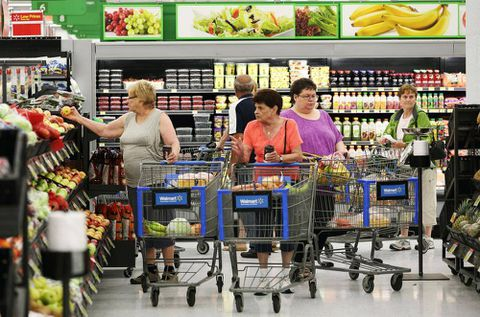 Wal-Mart sparks battle with suppliers over margin-squeezing fees