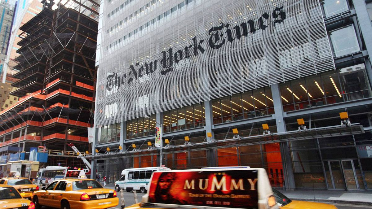 The New York Times saw itself slip into the No. 2 slot behind the U.K.'s Daily Mail last week for the first time.