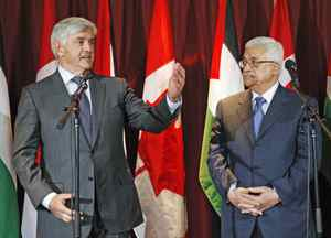 Foreign Minister Lawrence Cannon speaks at a conference with Palestinian president Mahmoud Abbas in Ottawa on May 25, 2009.
