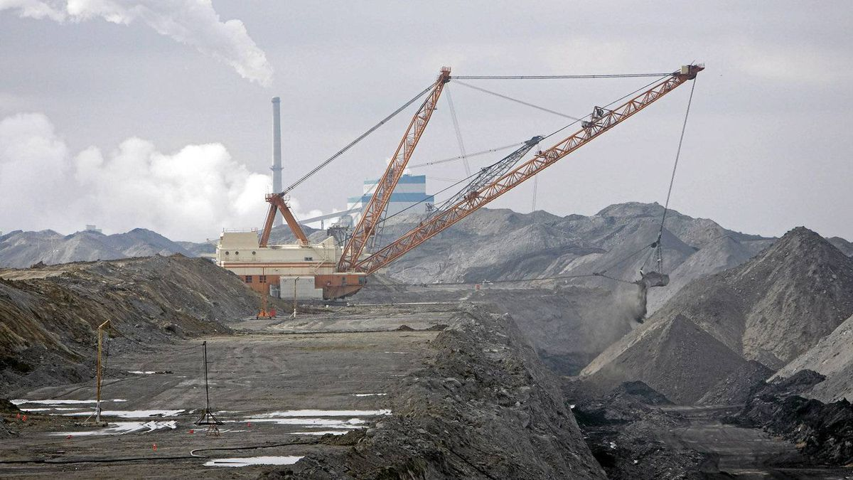 A dragline in front of the SaskPower Shand Power Station. Nova Scotia, Saskatchewan and Alberta rely most heavily on coal for electricity.