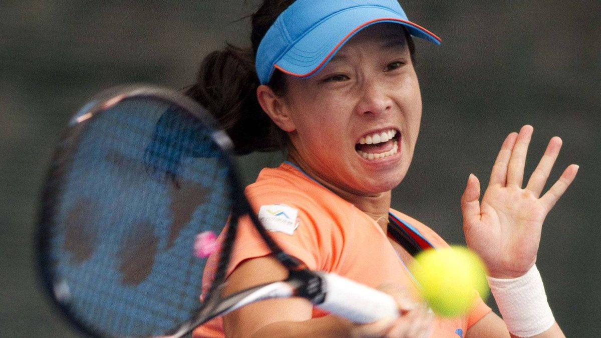 China's Zheng Jie plays a shot against Italy's Flavia Pennetta during the singles final of the ASB Classic international tennis tournament in Auckland, January 8, 2012. Zheng won the match after Pennetta retired injured. REUTERS/Nigel Marple