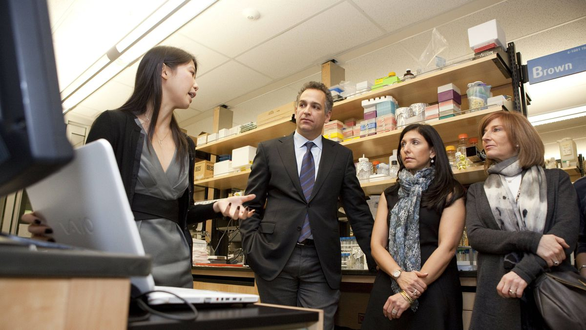 Dr. Crystal Chan explains her research to Jeff Rosenthal, Laurel Linetsky-Fleisher and Karen Cohen.