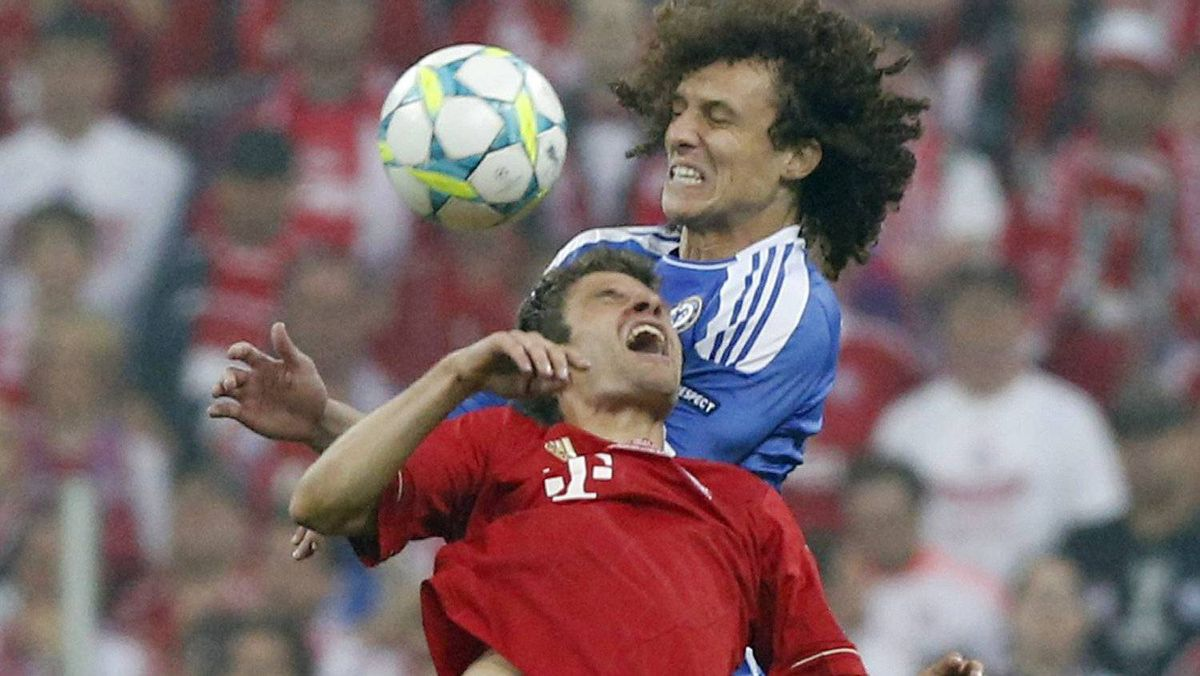 Bayern's Thomas Mueller, left, and Chelsea's David Luiz go for an header during the Champions League final soccer match between Bayern Munich and Chelsea in Munich, Germany Saturday May 19, 2012. (AP Photo/Matt Dunham)