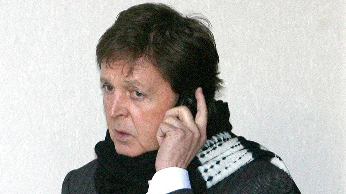 Former Beatle McCartney has told the Television Critics Association in the United States that he plans to contact police over allegations that his voicemails were intercepted.