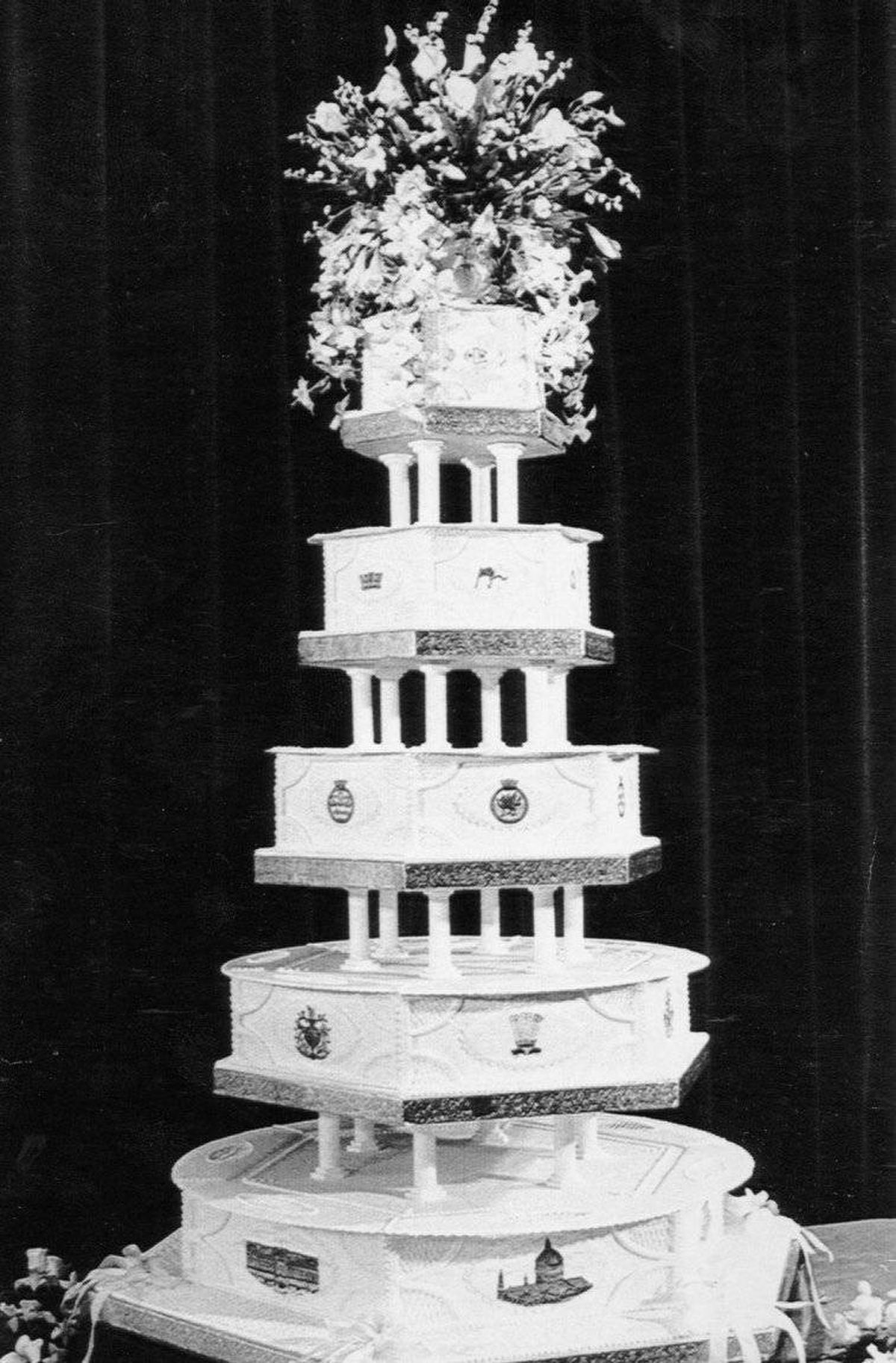 princess diana wedding cake flashback to prince charles and princess diana s 18768