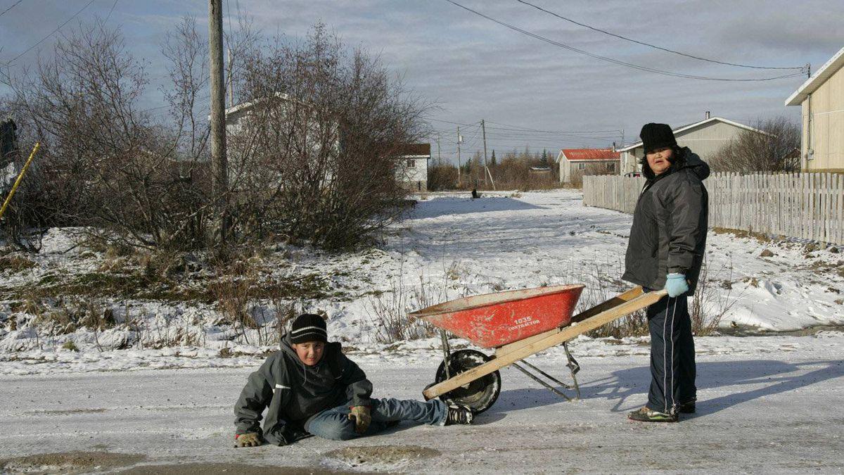 Children playing in the street in Attawapiskat.
