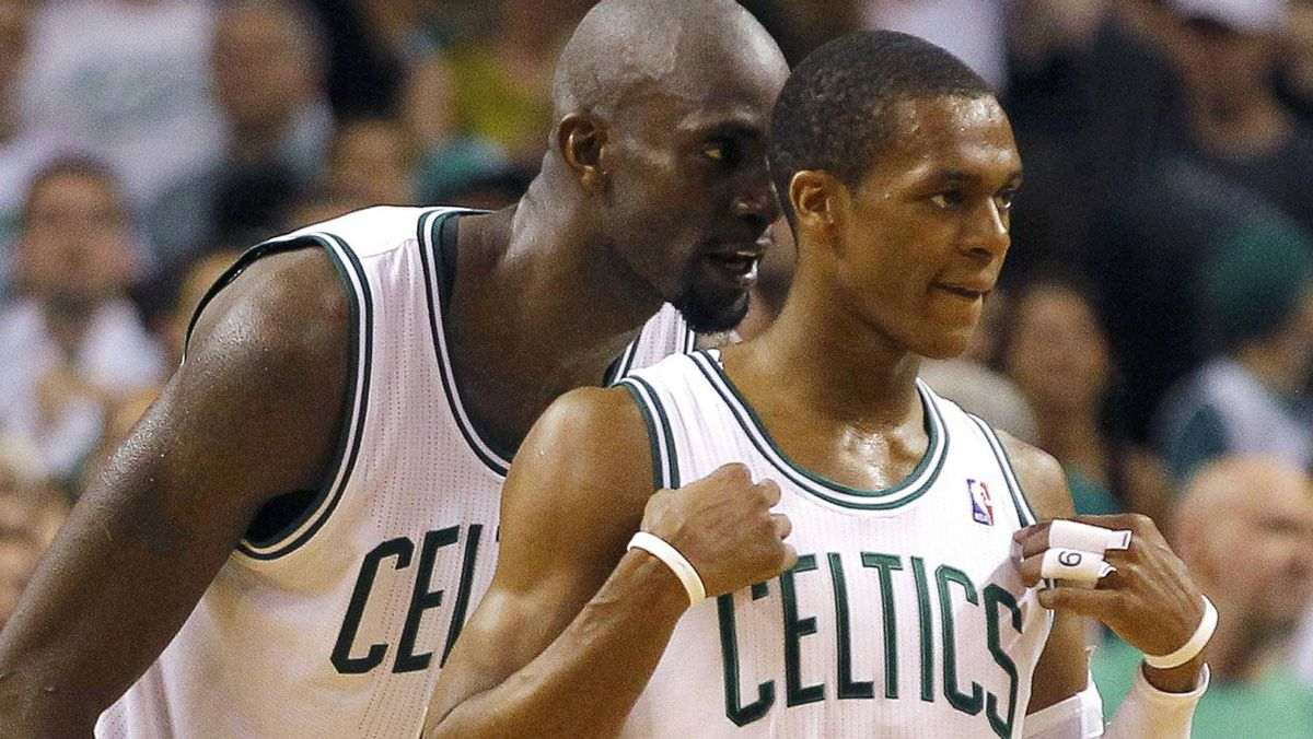 Boston Celtics' Kevin Garnett (L) talks to to teammate Rajon Rondo during the fourth quarter against the Philadelphia 76ers in Game 7 of their NBA Eastern Conference playoff series in Boston, Massachusetts, May 26, 2012. Rondo scored a triple-double as the Celtics advanced to teh Conference final with a 85-75 win. REUTERS/Brian Snyder