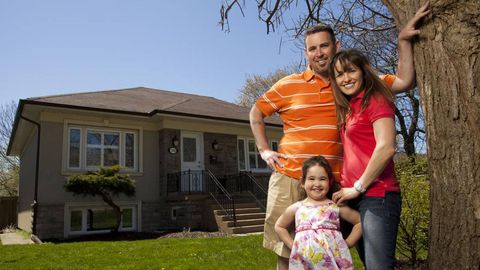 How Canada's housing downturn threatens to shake up real estate commissions