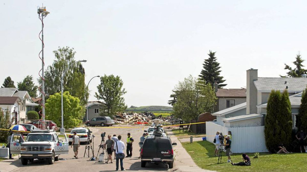 """the day my house exploded He's not sure how much damage his home suffered as it was cordoned off with police tape and he hasn't been allowed to look at the side next to the blast """" people have been telling me it looks like my house is twisted,"""" he said""""i don't know because i can't get on that side to see"""" it shook the houses."""